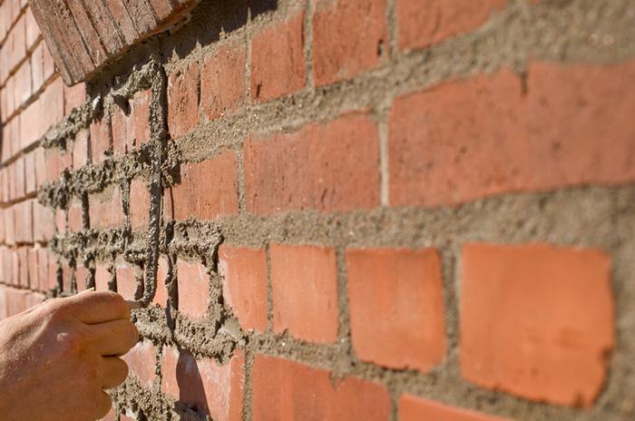Rejointoiement de façade en pierre et brique à Montréal